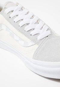 Vans - OLD SKOOL - Sneaker low - glacier gray/marshmallow/true white - 2