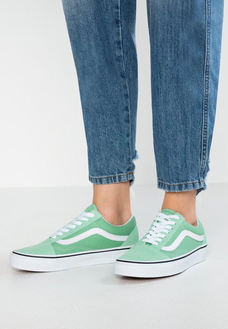 Vans - OLD SKOOL - Sneaker low - neptune green/true white