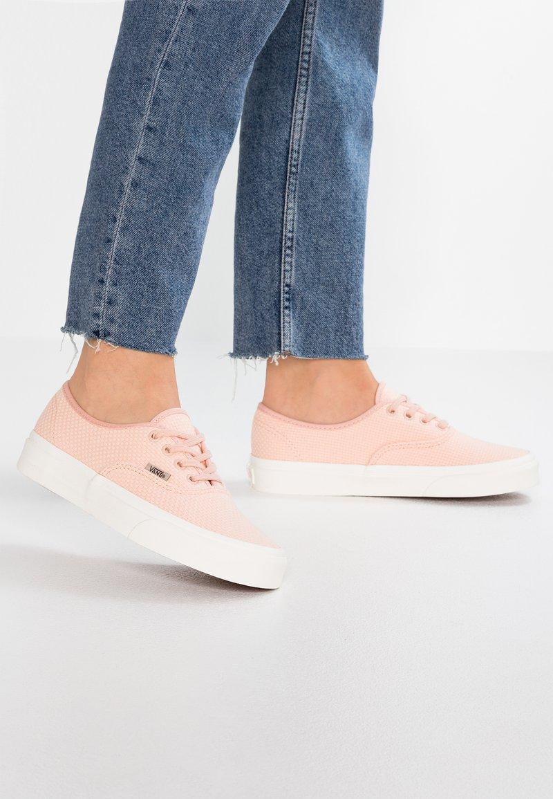 Vans - AUTHENTIC - Sneaker low - spanish villa/snow white
