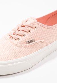 Vans - AUTHENTIC - Sneakers basse - spanish villa/snow white - 2