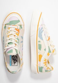 Vans - LEILA HURST STYLE DECON - Baskets basses - beige - 3