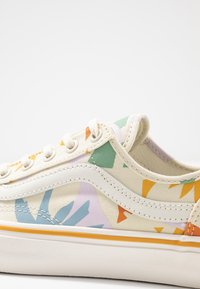 Vans - LEILA HURST STYLE DECON - Baskets basses - beige - 2