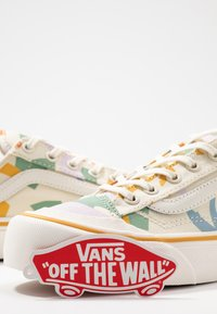 Vans - LEILA HURST STYLE DECON - Baskets basses - beige - 7