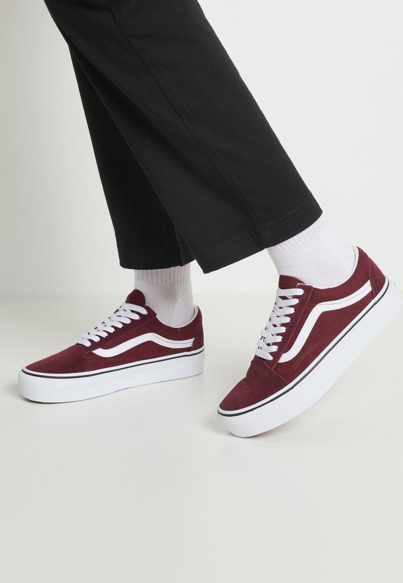 Vans - OLD SKOOL PLATFORM - Sneakers - port royale/true white