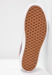 Vans - OLD SKOOL PLATFORM - Sneakers - port royale/true white - 8