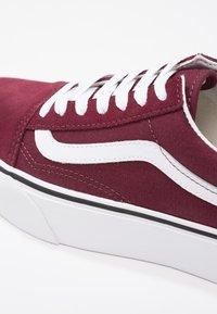 Vans - OLD SKOOL PLATFORM - Sneakers - port royale/true white - 9