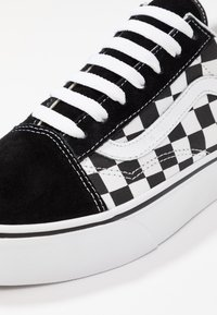Vans - OLD SKOOL PLATFORM - Matalavartiset tennarit - black/white - 4