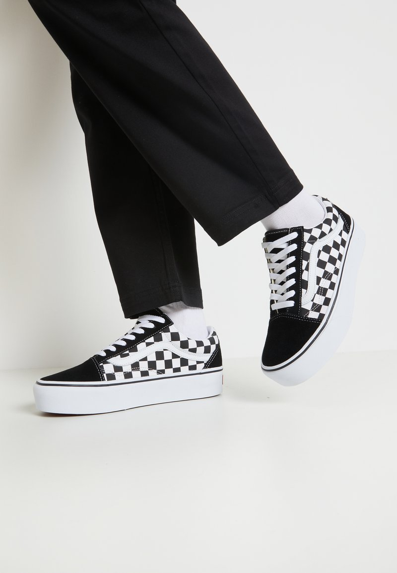 Vans - OLD SKOOL PLATFORM - Matalavartiset tennarit - black/white