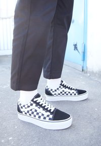 Vans - OLD SKOOL PLATFORM - Matalavartiset tennarit - black/white - 5