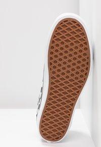 Vans - OLD SKOOL PLATFORM - Sneakers basse - black/white - 8