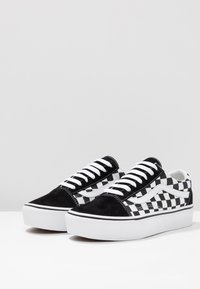 Vans - OLD SKOOL PLATFORM - Matalavartiset tennarit - black/white - 7