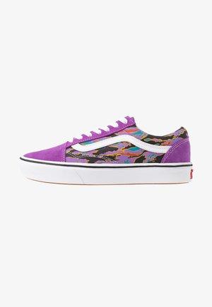 COMFYCUSH OLD SKOOL - Sneakersy niskie - dewberry