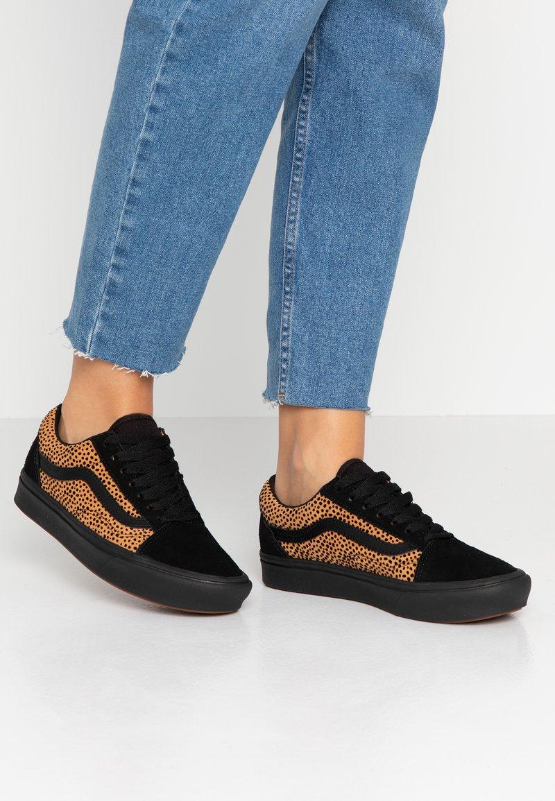 Vans - COMFYCUSH OLD SKOOL - Sneakers laag - black