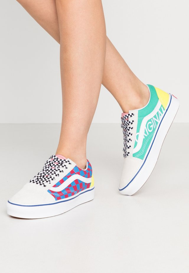 COMFYCUSH OLD SKOOL - Sneakers laag - true white/multi/lemon tonic