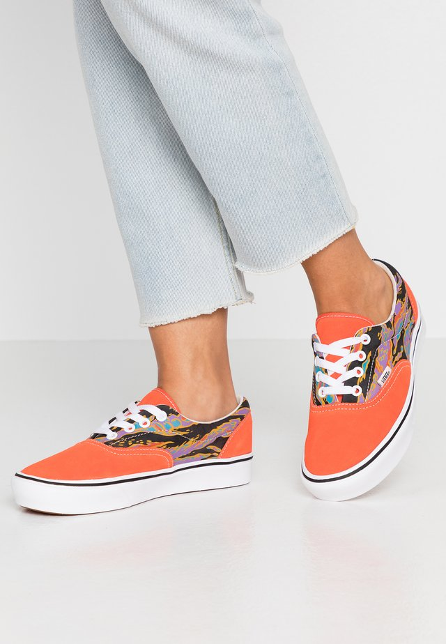 COMFYCUSH ERA - Zapatillas - spicy orange