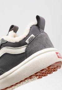 Vans - ULTRARANGE - Sneakers laag - quiet shade/marshmallow - 2