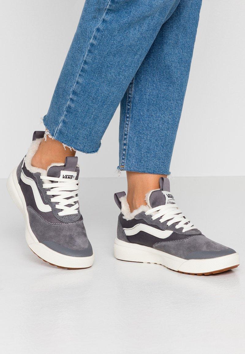 Vans - ULTRARANGE - Sneakers laag - quiet shade/marshmallow