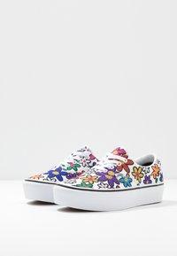 Vans - ERA PLATFORM - Tenisky - rainbow/true white - 4