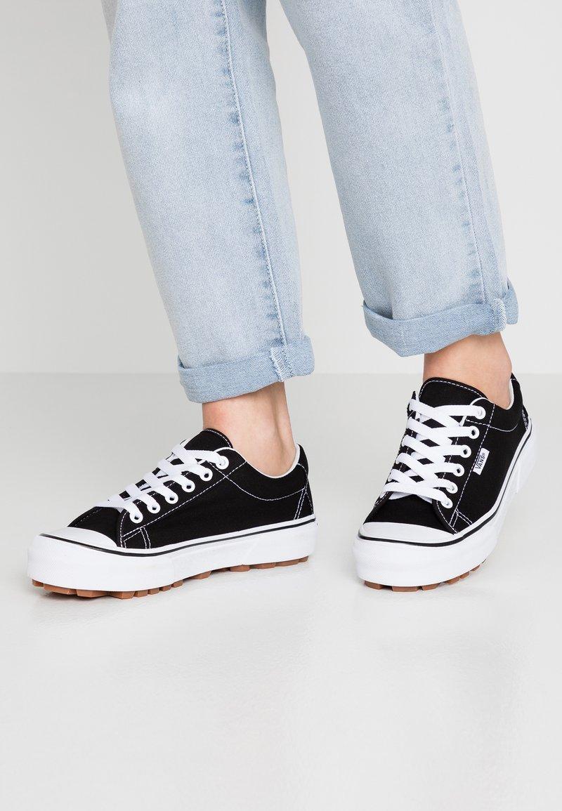 Vans - STYLE 29 - Sneaker low - black/true white