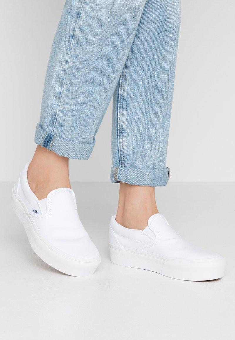 Vans - CLASSIC PLATFORM - Slip-ons - true white