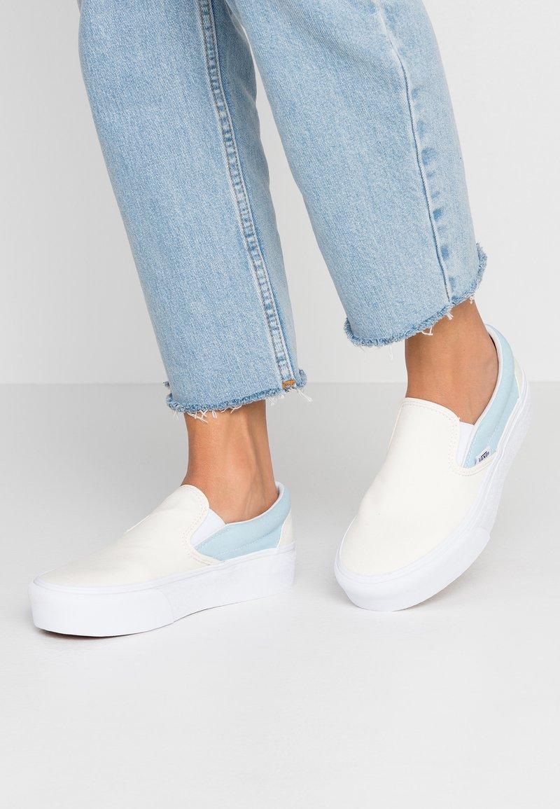 Vans - CLASSIC PLATFORM - Slip-ons - marshmallow/cool blue/true white