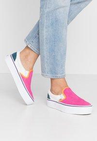 Vans - CLASSIC - Slip-ons - multicolor/true white - 0