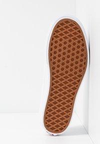 Vans - AUTHENTIC PLATFORM - Skate shoes - true white - 6