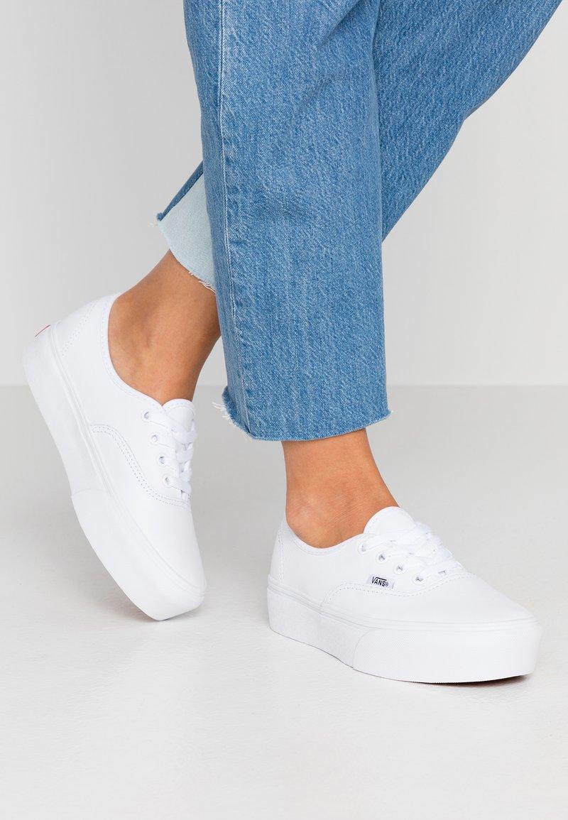 Vans - AUTHENTIC PLATFORM - Skate shoes - true white