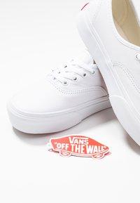 Vans - AUTHENTIC PLATFORM - Skate shoes - true white - 7