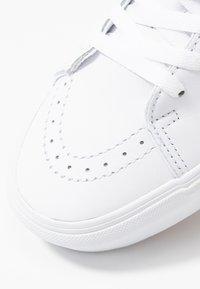 Vans - SK8 PLATFORM  - Sneakers hoog - true white - 2