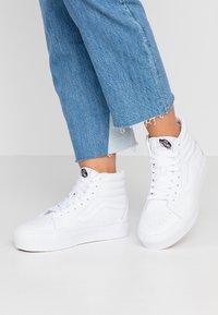 Vans - SK8 PLATFORM  - Sneakers hoog - true white - 0