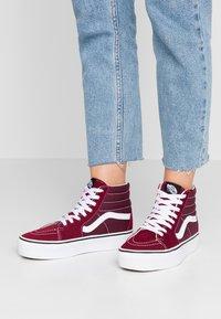 Vans - SK8 PLATFORM  - Zapatillas altas - burgundy/true white - 0
