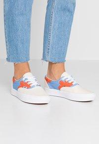 Vans - COMFYCUSH ERA INES - Sneaker low - eggnog/marrakech/true white - 0