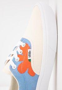 Vans - COMFYCUSH ERA INES - Sneaker low - eggnog/marrakech/true white - 2