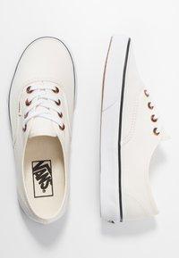 Vans - AUTHENTIC - Sneakersy niskie - classic white/true white - 3