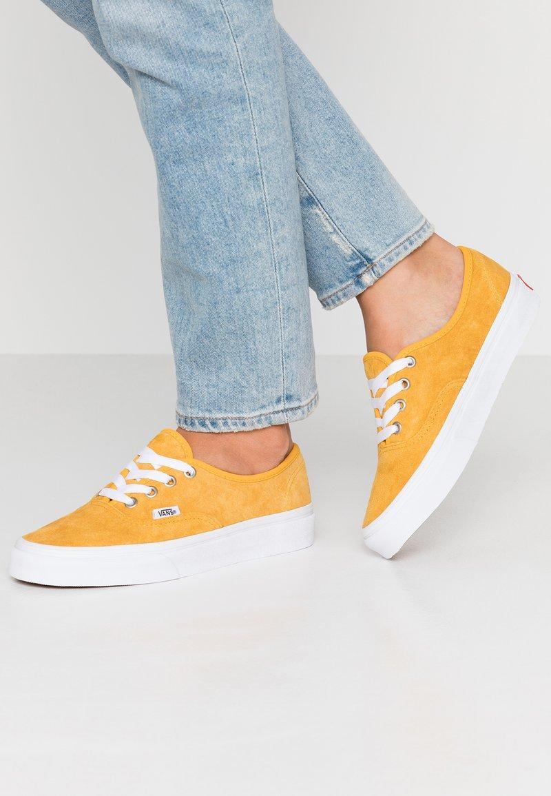 Vans - AUTHENTIC - Sneaker low - mango mojito/true white