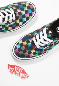 Vans - AUTHENTIC - Zapatillas - iridescent check/black/true white - 7