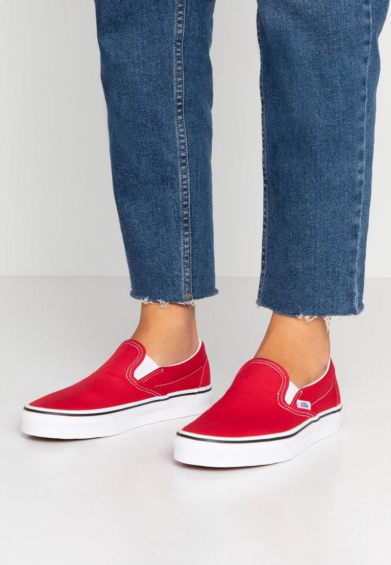 Vans - CLASSIC - Slip-ons - racing red/true white