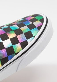 Vans - CLASSIC - Loaferit/pistokkaat - iridescent/black/true white - 2