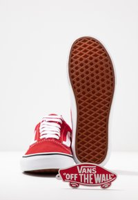 Vans - OLD SKOOL - Trainers - racing red/true white - 7