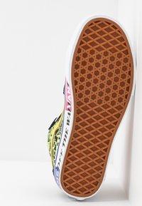 Vans - High-top trainers - azalea pink/true white - 6