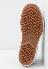 Vans - SK8 STACKED - Zapatillas altas - multicolor/true white - 8