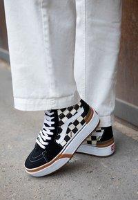 Vans - SK8 STACKED - Zapatillas altas - multicolor/true white - 4
