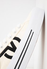 Vans - SID NI - Sneaker low - classic white/true white - 2