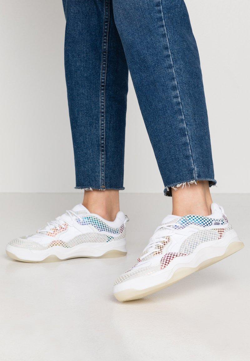 Vans - VARIX - Sneakers laag - true white/black