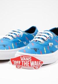 Vans - AUTHENTIC X VIVIENNE WESTWOOD - Sneakers - thunderbolt orbs/true white - 9