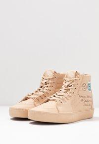 Vans - SK8 VIVIENNE WESTWOOD - Skate shoes - tan - 6