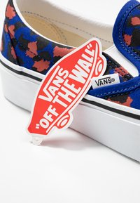 Vans - CLASSIC PLATFORM - Slip-ons - surf the web/black/true white - 9