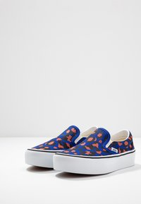Vans - CLASSIC PLATFORM - Slip-ons - surf the web/black/true white - 6