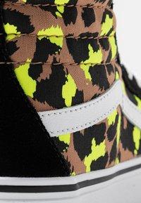 Vans - SK8 PLATFORM 2.0 - Sneakers alte - camel/black/true white - 2